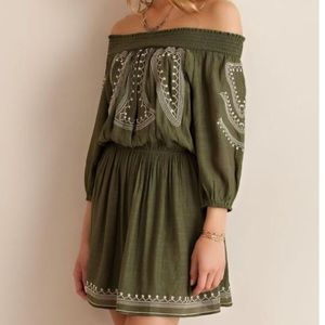 Dresses & Skirts - Flirty Boho Off the shoulder dress